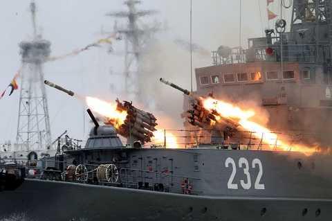 Công tác diễn tập chuẩn bị cho lễ diễu hành nhân ngày Hải quân Nga