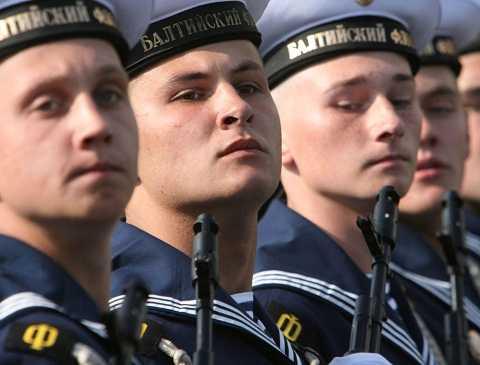 Thủy thủ của Hạm đội Baltic trong lễ diễu hành Chiến thắng ở Kaliningrad