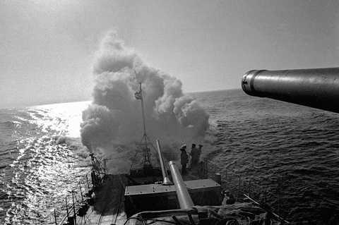 Tàu khu trục hạm đội Baltic tạo màn khói trên biển trong Chiến tranh Vệ quốc Vĩ đại