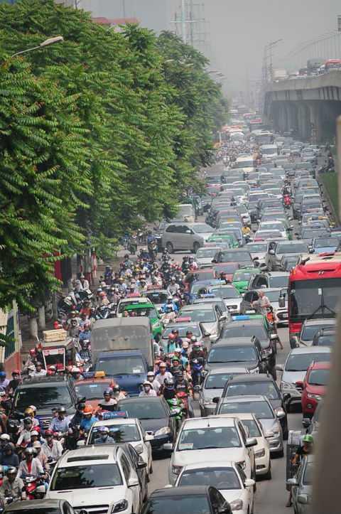 Nhiều tuyến đường bị ùn tắc nghiêm trọng.
