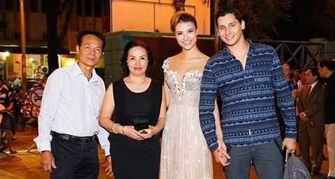 Bạn nhảy Tây từng ra Hà Nội ăn Tết với gia đình Hồng Quế