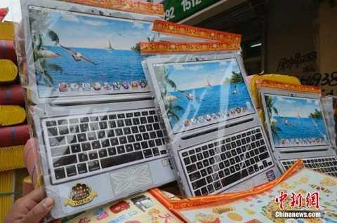 Mẫu mã máy tính cũng đa dạng cho người mua chọn lựa.