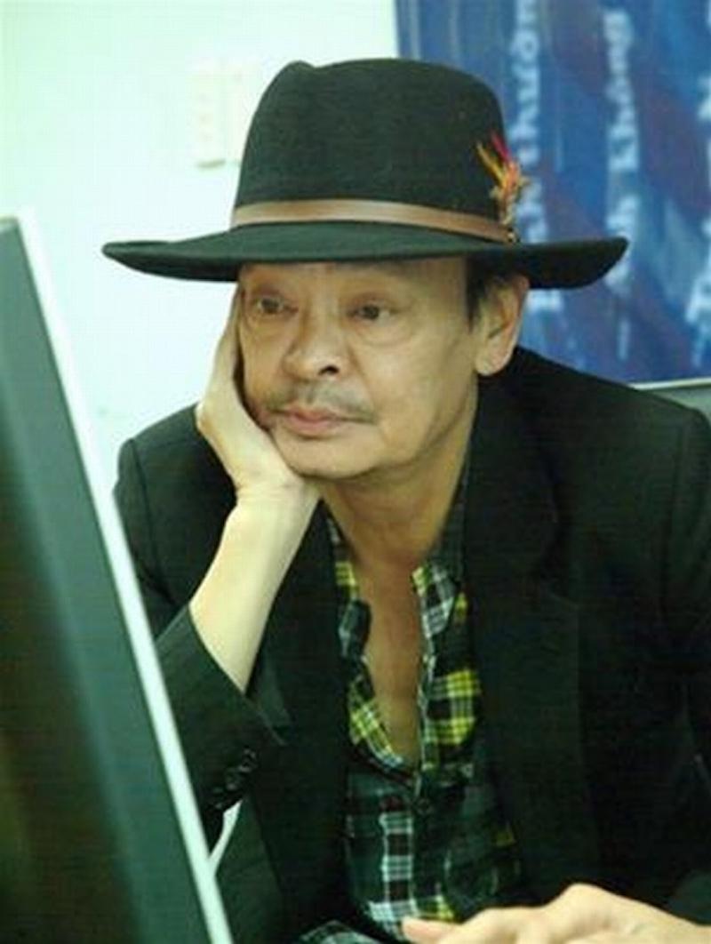 Sau khi vợ nhắm mắt, Thanh Tùng một mình nuôi ba người con trưởng thành.