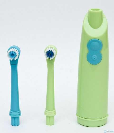Máy đánh răng sẽ giúp chải sạch răng miệng của ban, giúp răng trở nên sáng bóng hơn. Ảnh Google