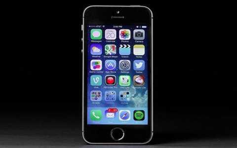 iPhone 5s (giá từ 4 triệu đồng)  Dù   không bị chê như 5c, thời gian cũng làm hao mòn giá trị của iPhone 5s.   Giờ chiếc điện thoại này trên thị trường xách tay cũng khoảng 4 triệu   đồng, trong khi với hàng mới, mẫu này đa phần chỉ còn hàng phân phối   chính hãng với giá đắt hơn gấp đôi, khoảng 8 triệu đồng cho bản 16GB.