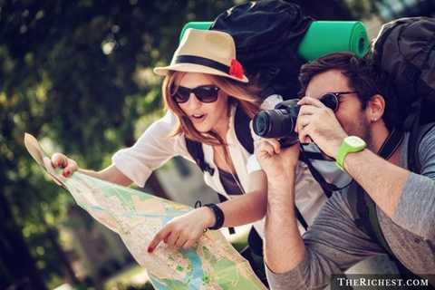 Du lịch vòng quanh thế giới. Tiêu tốn 20.000 - 30.000 USD/ năm. Phụ thuộc vào địa điểm và quốc gia mà mỗi người muốn tới, người du lịch phải bỏ ra những khoản tiền khổng lồ. Rất khó để tính toán chính xác nhưng con số trung bình dành cho một chuyến đi khoảng từ 20.000 - 30.000 USD