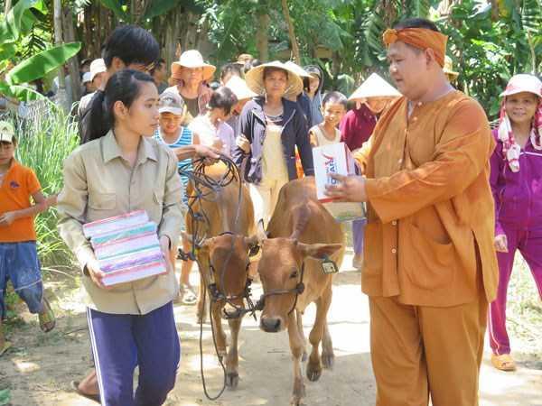 Minh Béo được ghi nhận là nghệ sĩ tích cực hoạt động từ thiện.