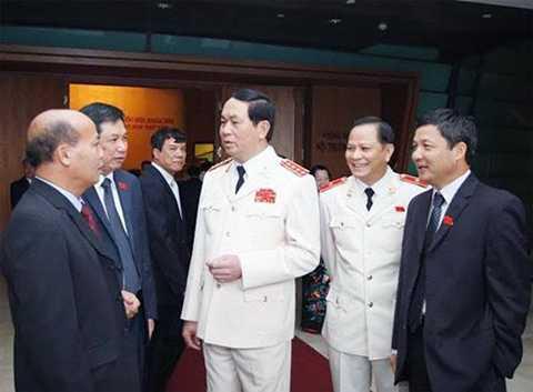 Ông Trần Đại Quang khi trao đổi với các Đại biểu Quốc hội.