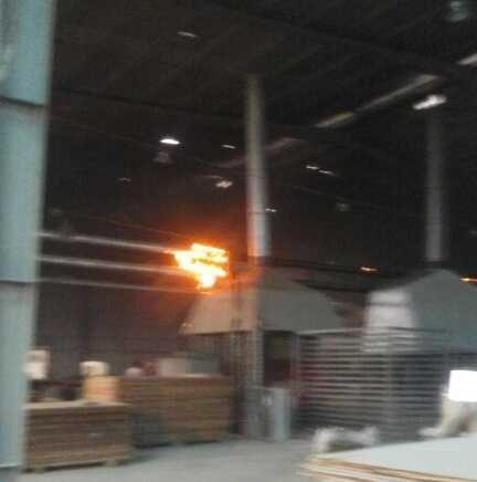 Hiện trường lửa bốc cháy ở đường ống sau khi vụ nổ xảy ra
