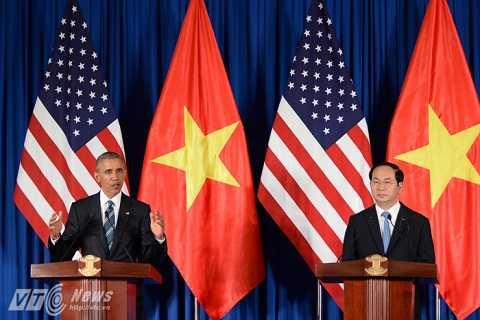 Chủ tịch nước Trần Đại Quang và Tổng thống Mỹ Obama trong buổi họp báo chiều 23/5.