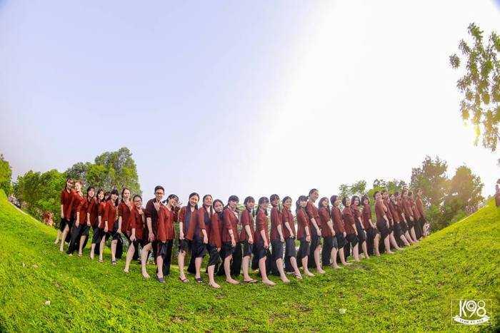 Bộ ảnh kỷ yếu của học sinh lớp chuyên Văn K23, THPT chuyên Bắc Giang.