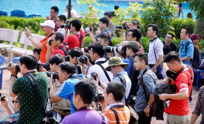 Có khoảng 40 tay máy tham gia sáng tác bao gồm cả giới không chuyên nghiệp lẫn nhiếp ảnh gia