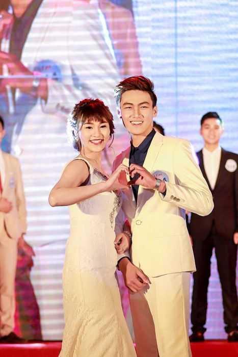 Các cặp đôi nam thanh, nữ tú trong cuộc thi Đại sứ VMU.