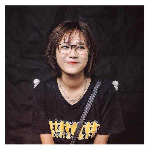Nữ thủ khoa xinh đẹp Thịnh Mai Linh.