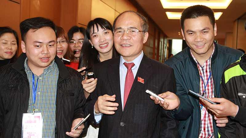 Chủ tịch Quốc hội Nguyễn Sinh Hùng chia sẻ với báo chí chiều 30/3