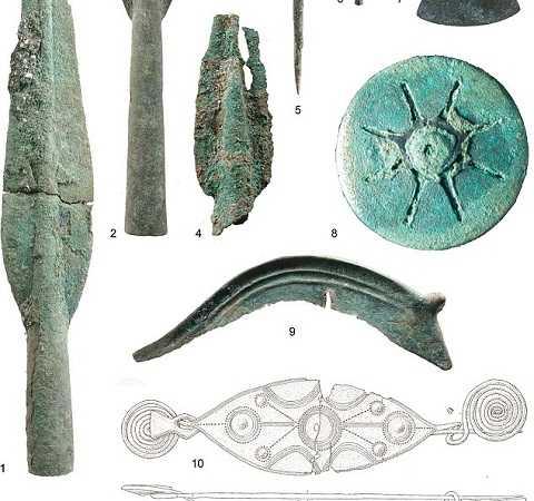 Những thứ được tìm thấy đều hé lộ về một cuộc chiến có quy mô ở dãy Alps cách đây 3.200 năm. Ảnh Dailymail