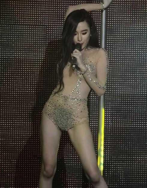 Những màn trình diễn phản cảm của Phương Trinh khi còn đi hát quán bar, vũ trường.