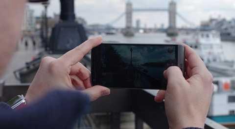 Màn hình rộng 5.3 inch là một thiết kế lý tưởng đối với người sử dụng. Ảnh Dailystar