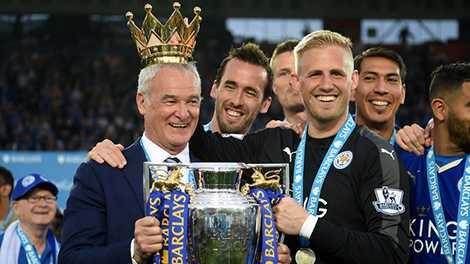 HLV Ranieri vừa hoàn tất câu chuyện thần tiên của Leicester City
