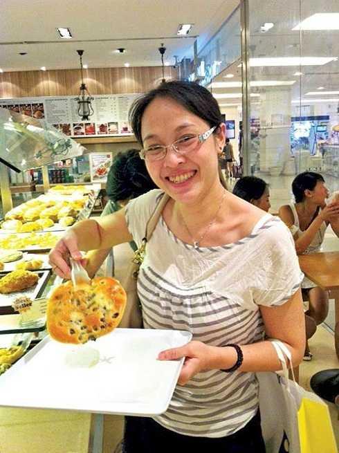Sau khi tốt nghiệp khoa Tiếng Pháp - Trường Đại học Ngoại ngữ Hà Nội, Thu Hiền vào làm trong một hãng hàng không. Cô đã lập gia đình và có hai con.