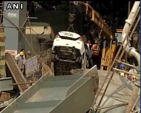 Sập cầu vượt tại Ấn Độ làm ít nhất 14 người tử vong. Ảnh: DNA India