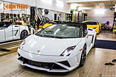 Chiếc siêu xe mui trần Lamborghini   Gallardo LP560-4 Spyder này mới chỉ vừa được đưa về Việt Nam vào giữa   tháng 3/2016, trong cùng lô hàng với một chiếc Ferrari 488 GTB màu trắng   khác. Hiện chiếc xe đang nằm ở quận 5 TP HCM.
