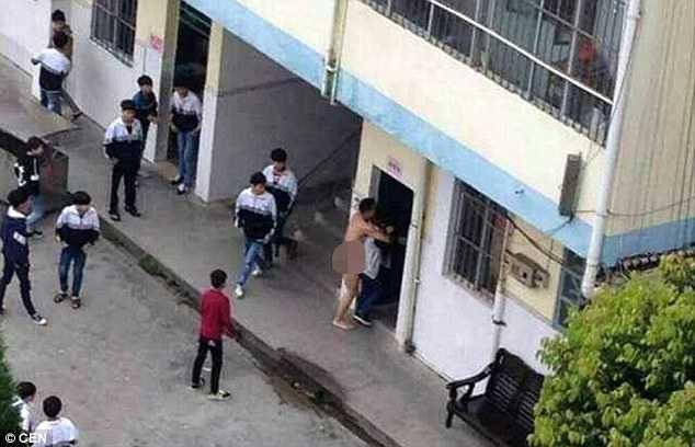 Hình ảnh gây sốc về thầy giáo và nữ sinh