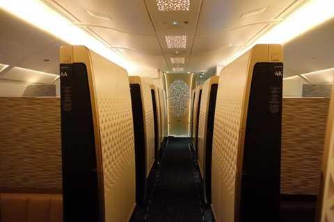 Với những dịch vụ đẳng cấp như 3 phòng   ngủ, phòng tắm, quầy bar… riêng biệt, căn hộ hạng nhất trên máy bay   Airbus A380 và Boeing B787 của hãng hàng không Etihad làm hài lòng cả   những khách hàng khó tính nhất.
