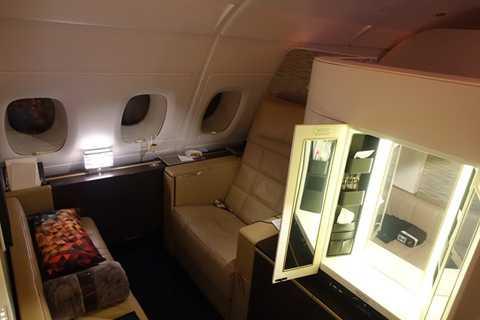 """Trung bình chặng bay giữa Abu Dhabi và London, giá vé cho """"căn hộ hạng nhất"""" trên chiếc A380 vào khoảng 20.000 USD/chiều."""
