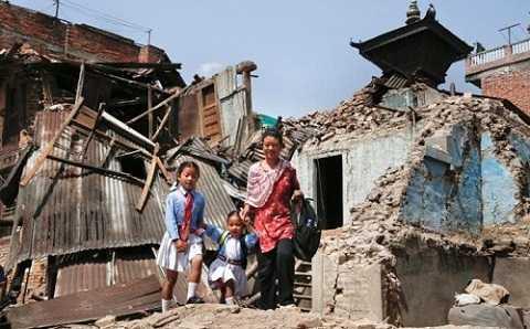 Thoát động đất nhưng những đứa trẻ này còn phải sống một cuộc sống khắc nghiệt hơn