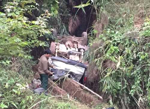 Chiếc xe rơi xuống vực sâu gần 30m. Ảnh: Báo Giao thông