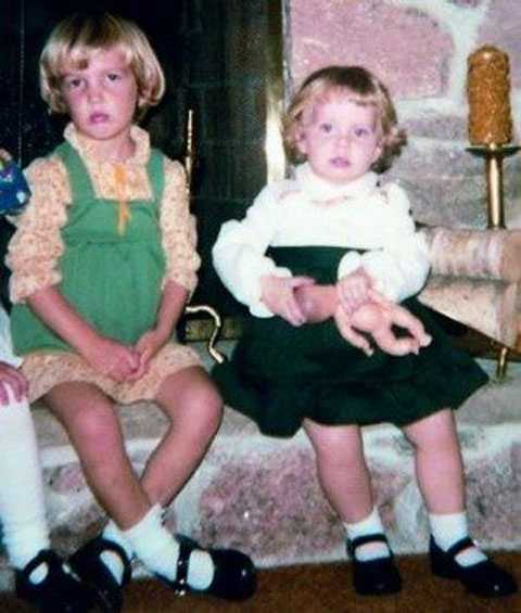 Hai chị em Carrie khi còn nhỏ