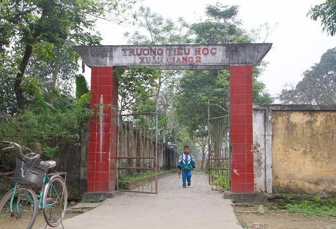 Để phục vụ nhu cầu học tập của con em thôn Hồng Lam, huyện Nghi Xuân đã xây hai điểm trường Mầm non và Tiểu học Xuân Giang.