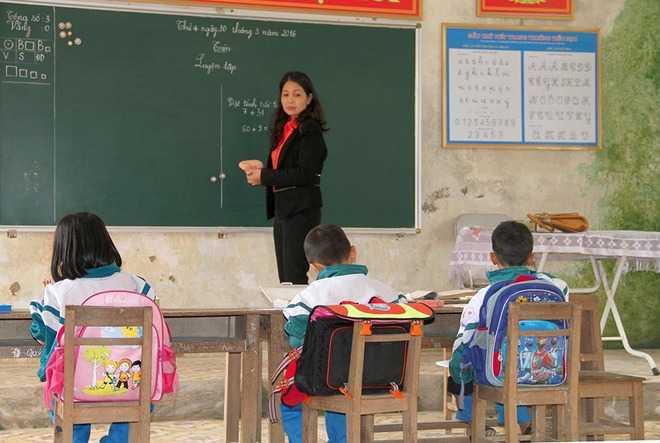 Những học sinh theo học tại phân hiệu hai đa số là con của những gia đình khó khăn trong thôn, bố mẹ đi làm ăn xa không có điều kiện đưa đón qua sông nên đành phải ở lại.
