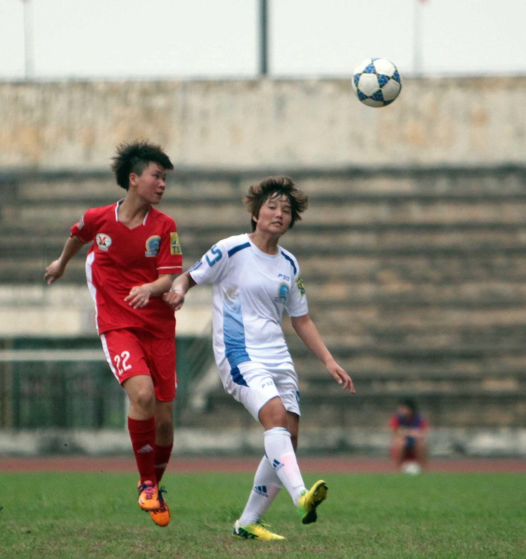 Than Khoáng sản Việt Nam (áo đỏ) thắng dễ Sơn La
