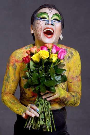 Thành Lộc có nhiều khả năng từ hátcải lương, hát bội, múa ballet, hát tân nhạc cho đến diễn kịch.
