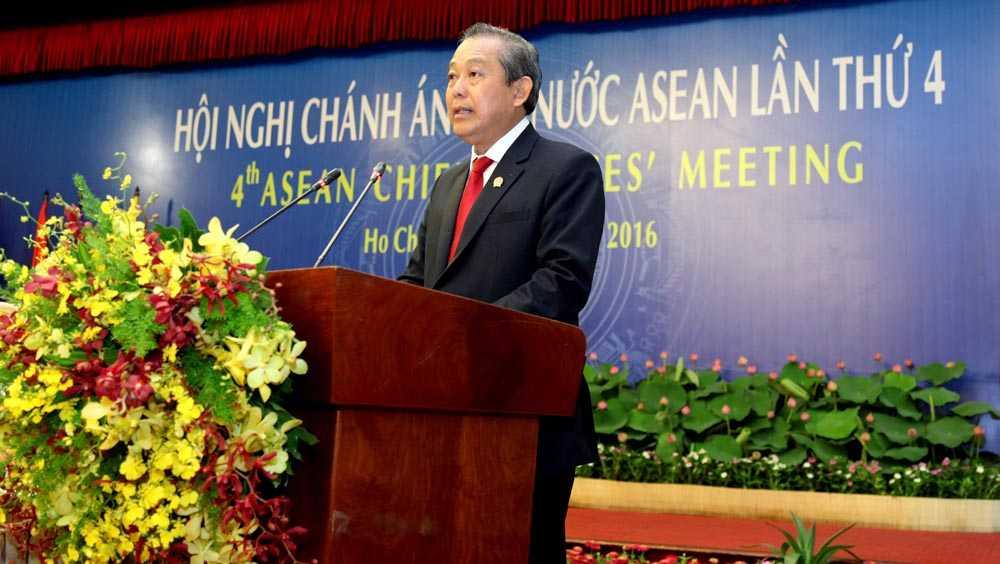 Ủy viên Bộ Chính trị, Chánh án TANDTC Trương Hòa Bình phát biểu khai mạc Hội nghị