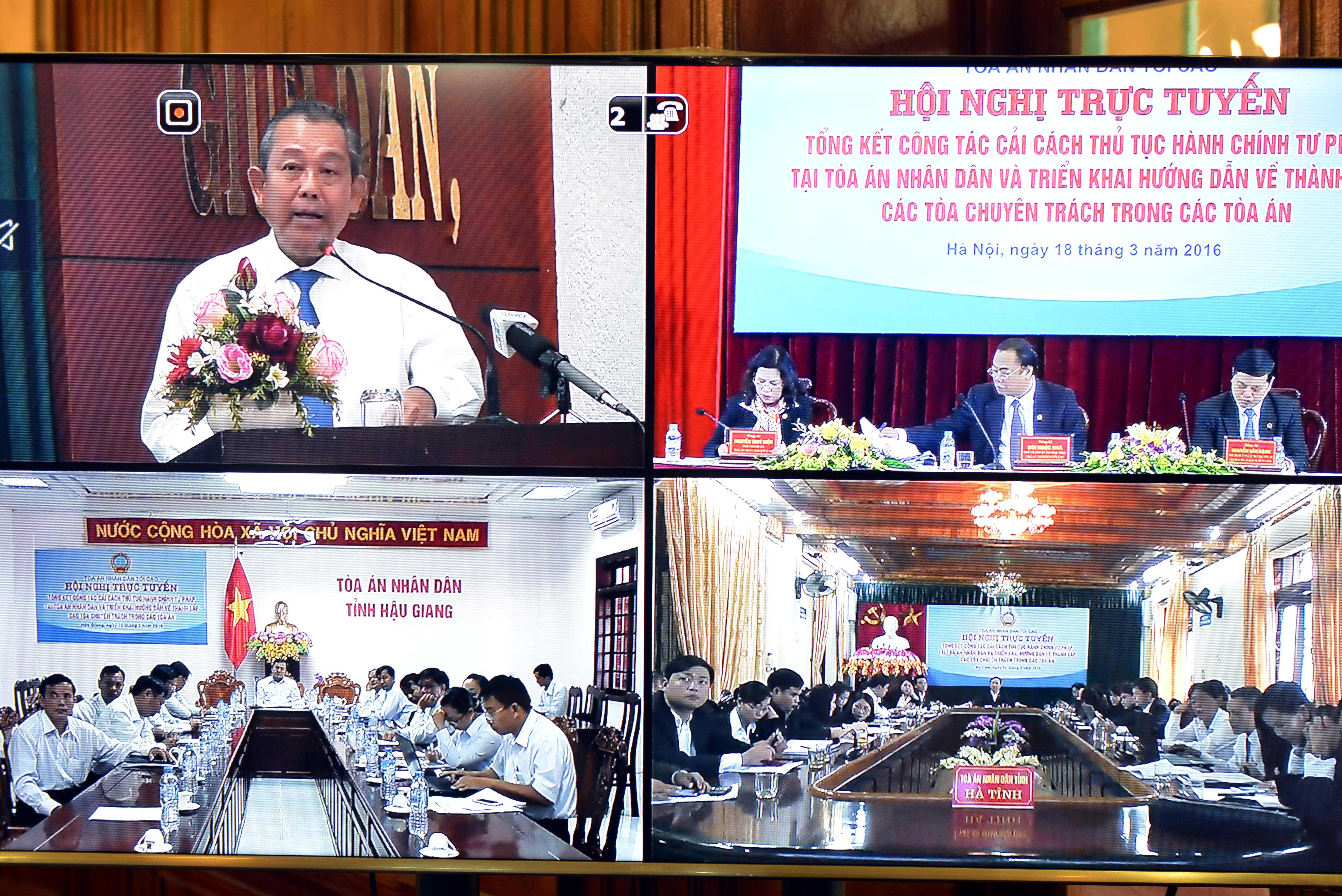 Hình ảnh kết nối các điểm cầu: TP Hồ Chí Minh; TP Hà Nội, tỉnh Hậu Giang và Hà Tĩnh
