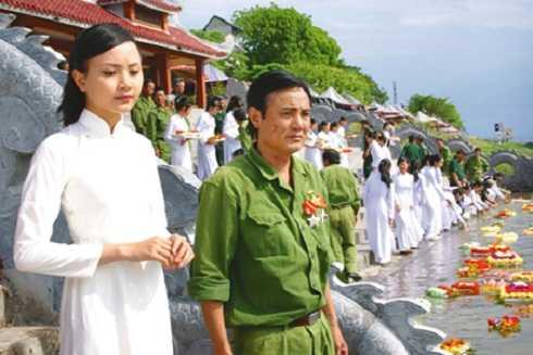 NSƯT Hữu Mười hiện chuyển sang làm công việc đạo diễn và dạy tại trường Đai học Sân khấu Điện ảnh Hà Nội.