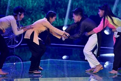 Mai Chí Công được khán giả yêu thích tại The Voice Kids 2014. Ảnh: Thành Luân