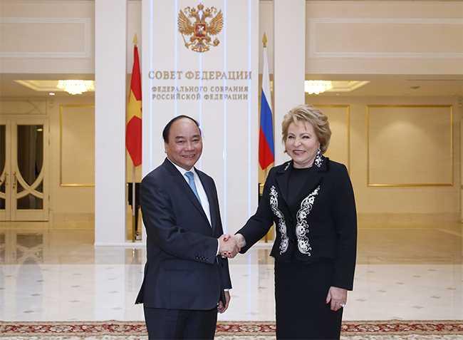 Thủ tướng Nguyễn Xuân Phúc gặp gỡ Chủ tịch Hội đồng LB Nga, bà Valentina Matvienko