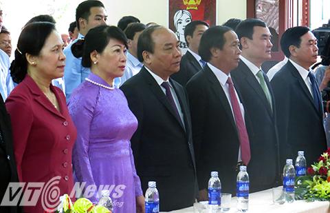 Thủ tướng Nguyễn Xuân Phúc cùng phu nhân tham dự khai mạc cuộc bầu cử đại biểu Quốc hội khóa 14 tại thị trấn Vĩnh Bảo, TP Hải Phòng - Ảnh MK