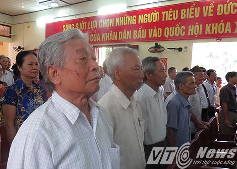 Hàng trăm cử tri thị trấn Vĩnh  Bảo tham dự khai mạc và bỏ phiếu bẩu cử đại biểu Quốc hội và HĐND các cấp sáng ngày 22/5 - Ảnh MK