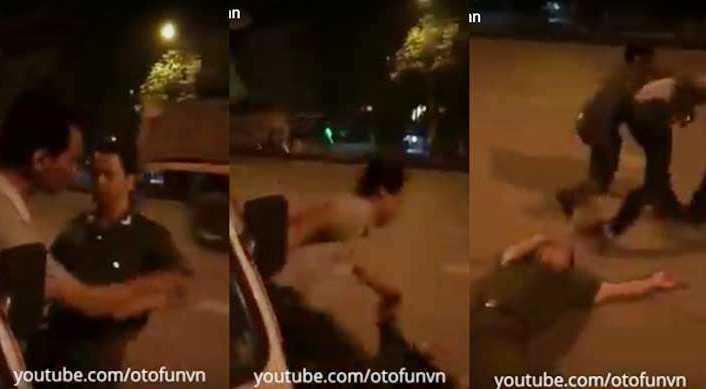 Khi người đàn ông áo trắng vừa đưa tay chạm vào viên công an thì anh này ngã xuống. Ảnh cắt từ clip