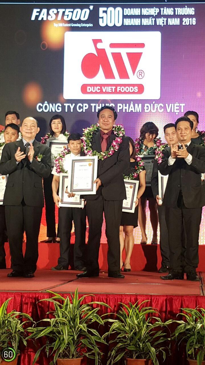 Ông Nguyễn Anh Thắng - PTGĐ nhận giấy chứng nhận