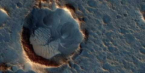 Charles Bolden cho rằng đưa con người lên sao Hỏa là điều cần thiết để đảm bảo sự sống còn của nhân loại.