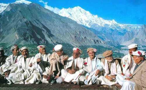 Những cư dân của bộ lạc Hunzas. Ảnh: Thepdi.com