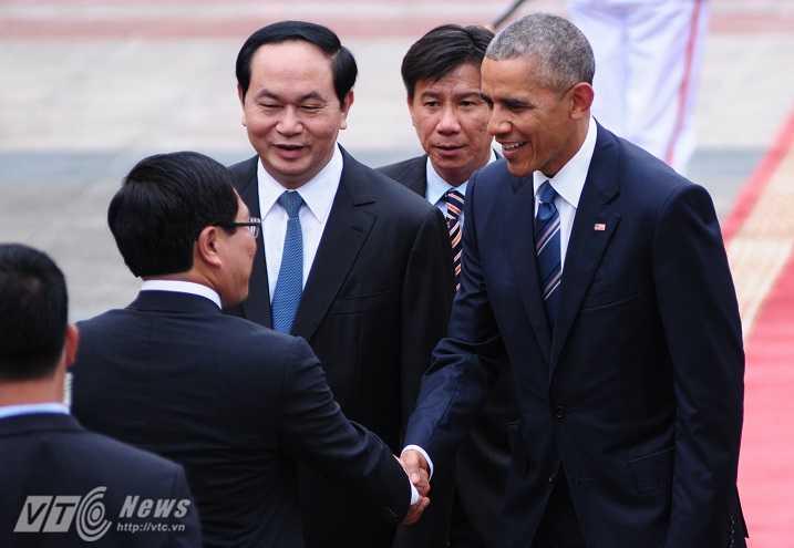 Chủ tịch nước giới thiệu các thành viên Chính phủ với Tổng thống Obama - Ảnh: Tùng Đinh