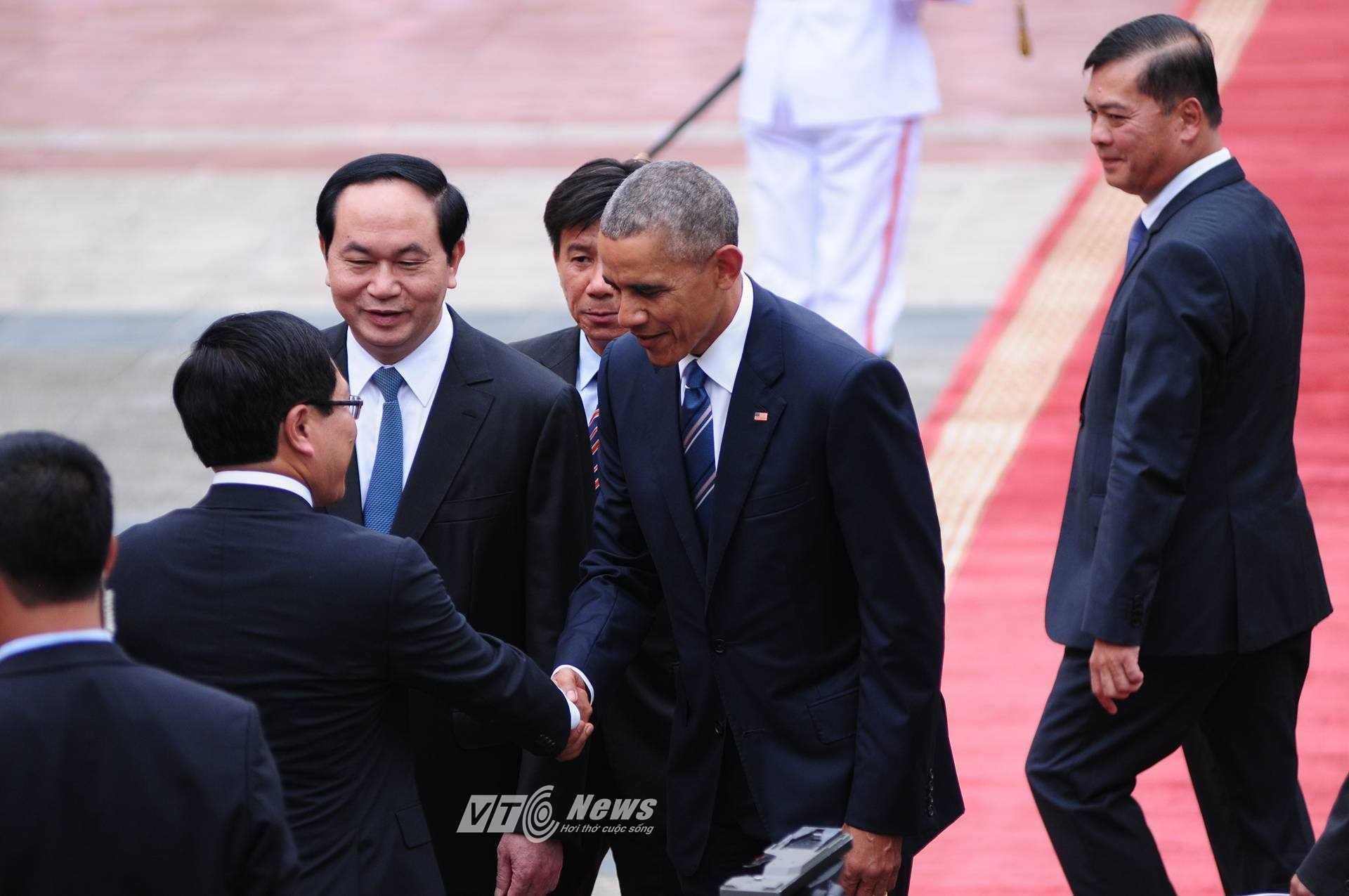 Các vị lãnh đạo cấp cao tiếp đón ông Obama (Ảnh: Tùng Đinh)