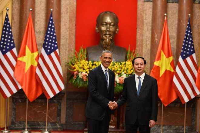 Sau lễ đón chính thức, tổng thống Obama có cuộc hội đàm với Chủ tịch nước Trần Đại Quang. Hai vị cũng đã chứng kiến lễ ký kết các văn kiện hợp tác song phương (Ảnh: Zing)